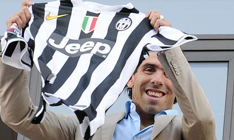Carlos Tevez saluting Juventus fans